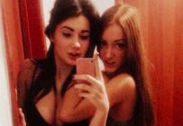 3 copines font un selfie en lingerie sexy