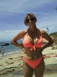 Mature en bikini satin