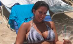 une fille sexy en bikini