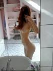 Selfie nue devant le miroir